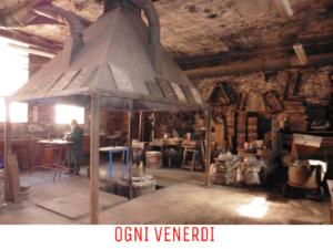 Metal melting in an artistic foundry - VivoVenetia