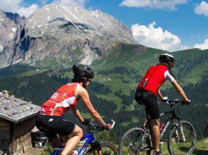 In bicicletta nelle Dolomiti di Belluno - VivoVenetia