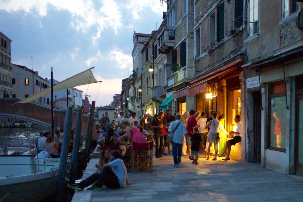 Guided Sunset Bacaro Tour: enjoy the Venetian aperitif!