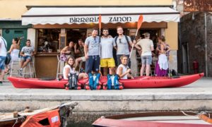 gruppo di kayak venezia