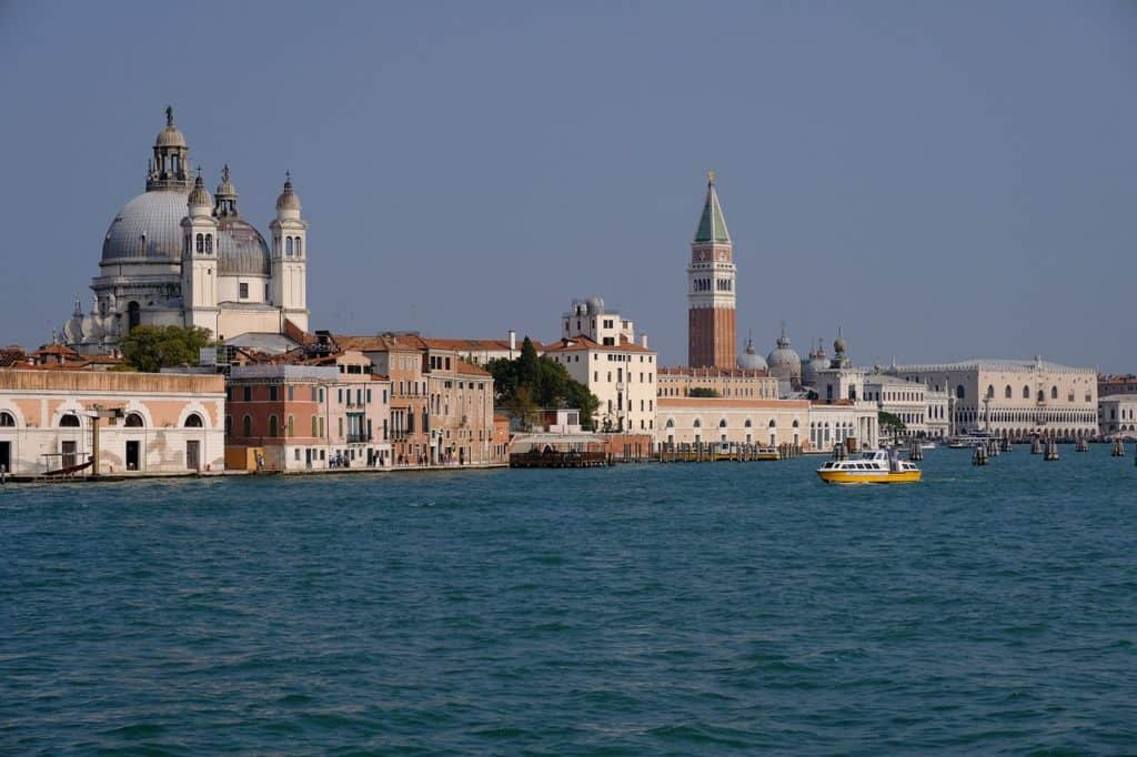 Boat trip to St Mark square: choose a direct transfer with guide!
