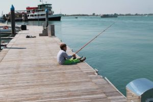 Cavallino beach fishing: enjoy a lesson with the whole family!