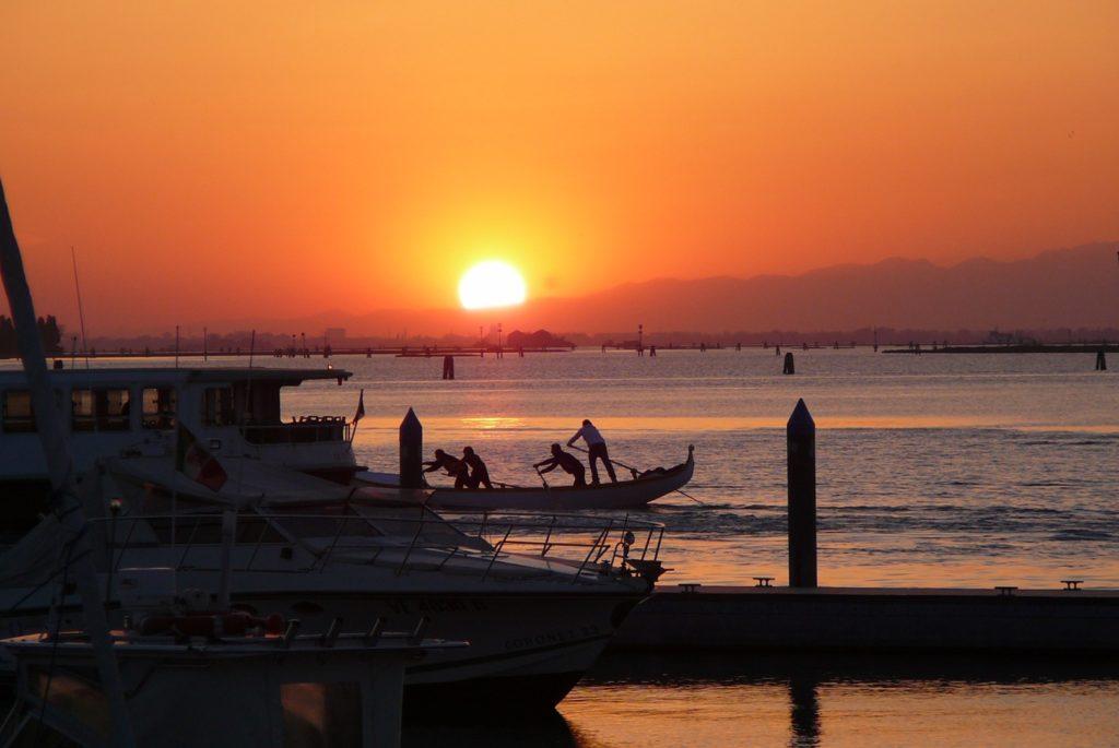 Boat excursion near Cavallino : a 24-hour Lagoon Experience !