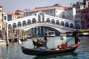 gondola.ride.Venice.rialto.jpg
