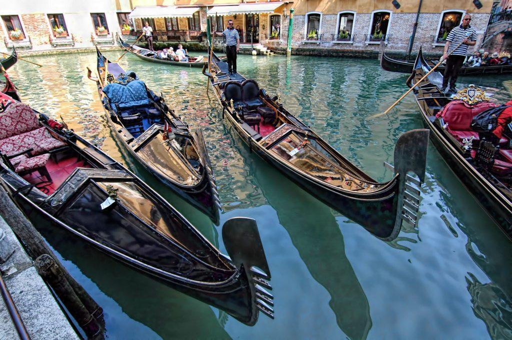 best.gondola.tour.venice.jpg